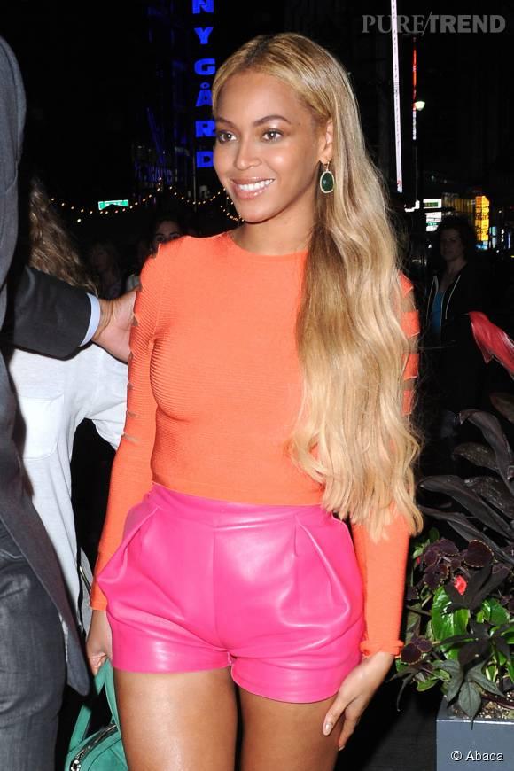 Beyoncé dans un look sexy et vitaminé.