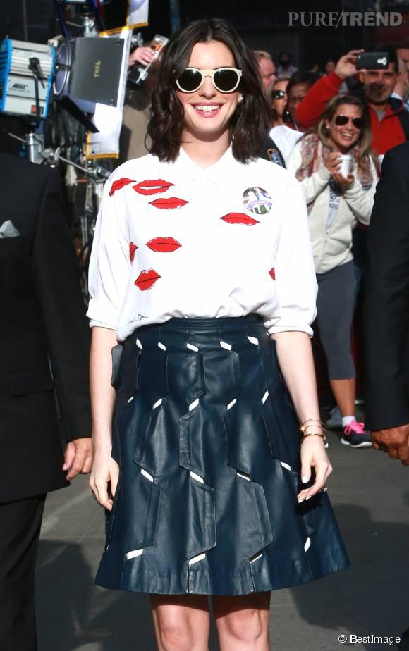 Anne Hathaway opte pour un look plus tendance que jamais.