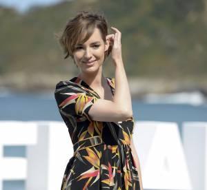 Louise Bourgoin : beauté gracile et rétro en robe fleurie décolletée