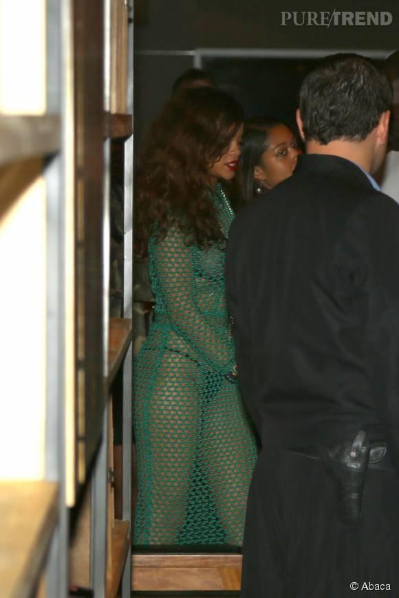 Rihanna n'a pas peur du coup de froid à Rio de Janeiro.