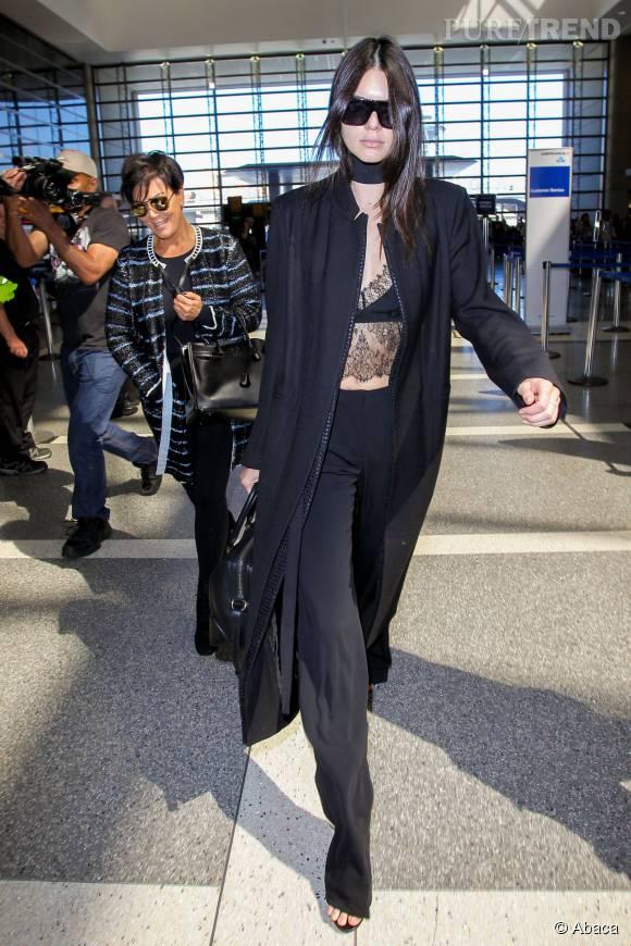 Kendall Jenner, très sexy à l'aéroport de Los Angeles.