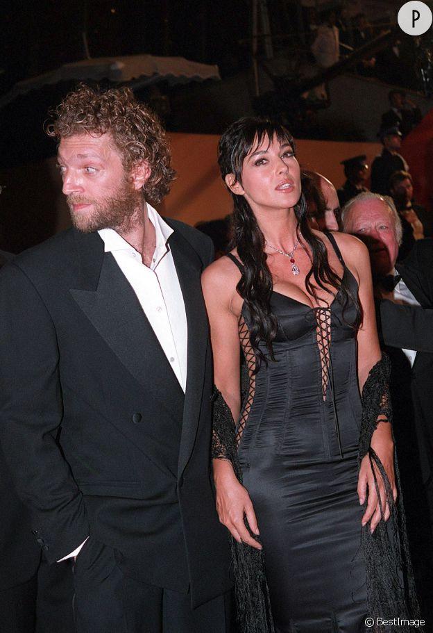 Monica Bellucci, bombastic dans sa robe lacée en 2002.