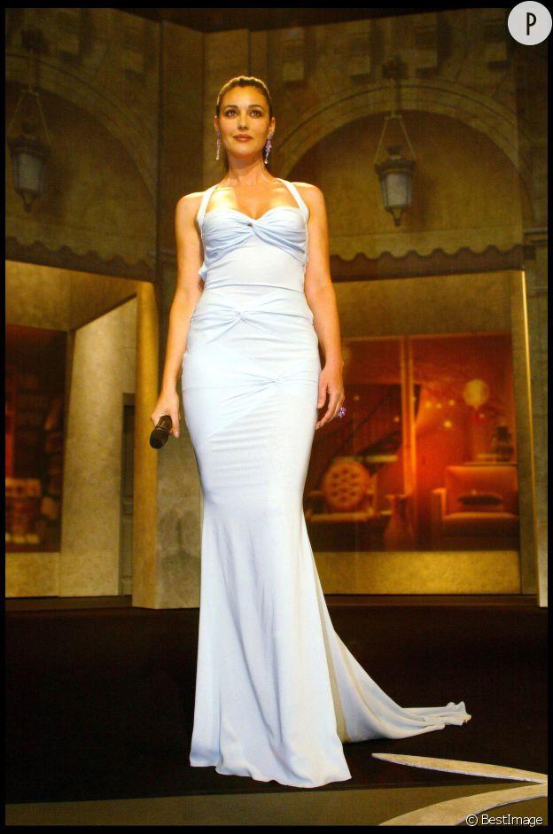Monica Bellucci, sculpturale dans sa robe Dior lors de la cérémonie d'ouverture du Festival de Cannes, en 2003.