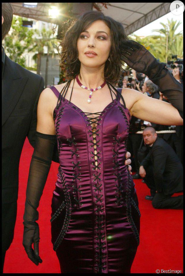 Monica Bellucci, jolie dominatrice sur le tapis rouge cannois.