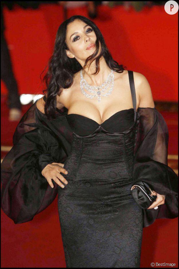 Monica Bellucci et ses plantureux atouts...