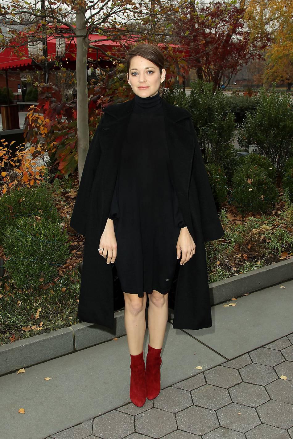Marion Cotillard so chic pour prendre la pose.
