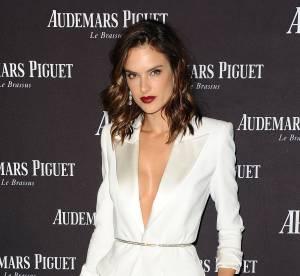"""Alessandra Ambrosio, nue sous son blazer : une poupée """"hot"""" à Beverly Hills"""