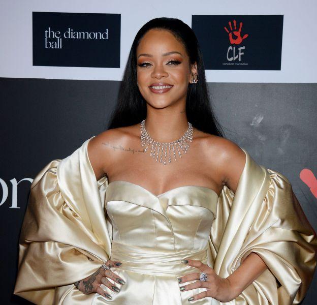 Rihanna, apparition spectaculaire au Diamond Ball le 10 décembre 2015 à Los Angeles.