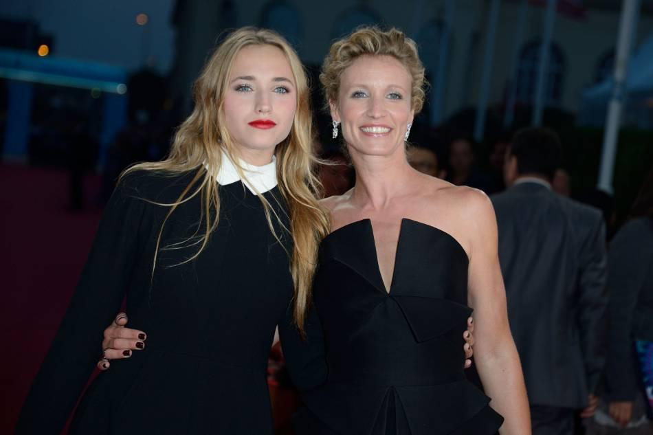 Depuis qu'elles habitent à Londres, les deux femmes changent de coupe comme de chemise.