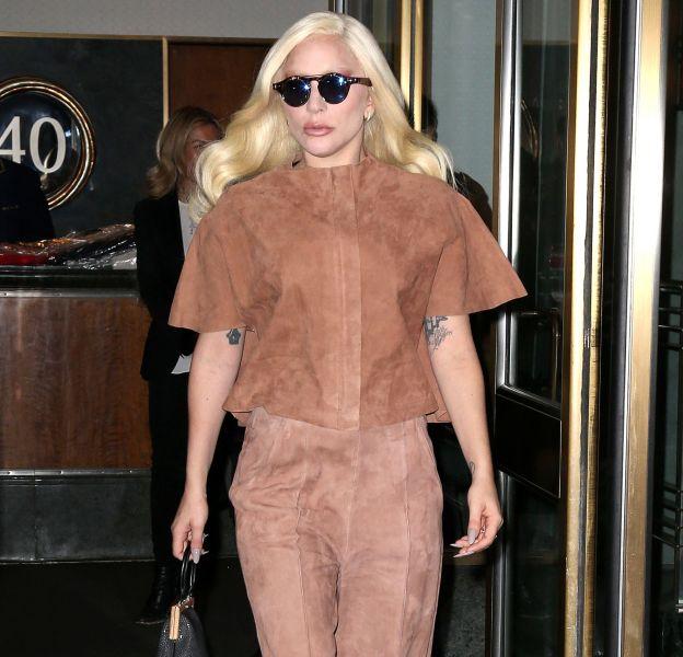 Lady Gaga dans un total look nude à New York.