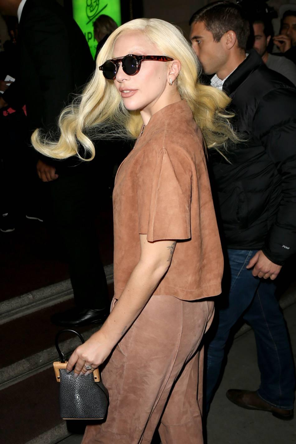 Lady Gaga nous montre qu'elle peut aussi porter une tenue élégante sans être trash.