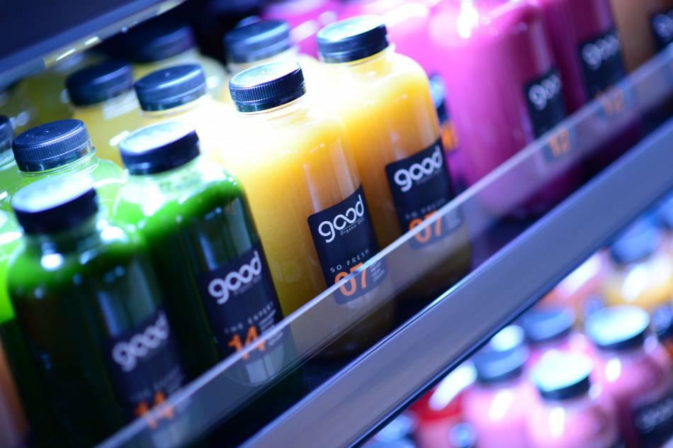 Les jus beaux, bons, bio Good Organic Only dans la boutique du 17, rue des Archives à Paris.