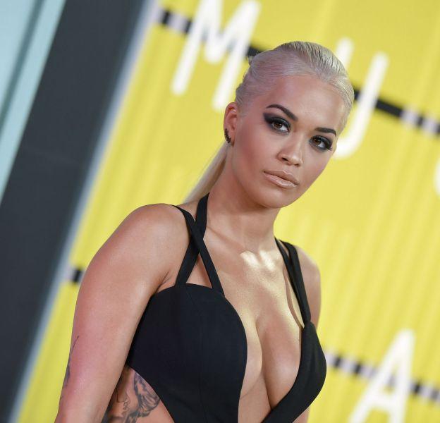 """Rita Ora, la pro du """"nip slip"""" autrement dit dérapage téton."""