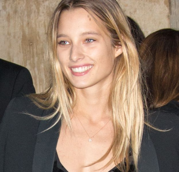 Ilona Smet, une beauté solaire qui marche dans les pas de sa maman, Estelle Lefébure.