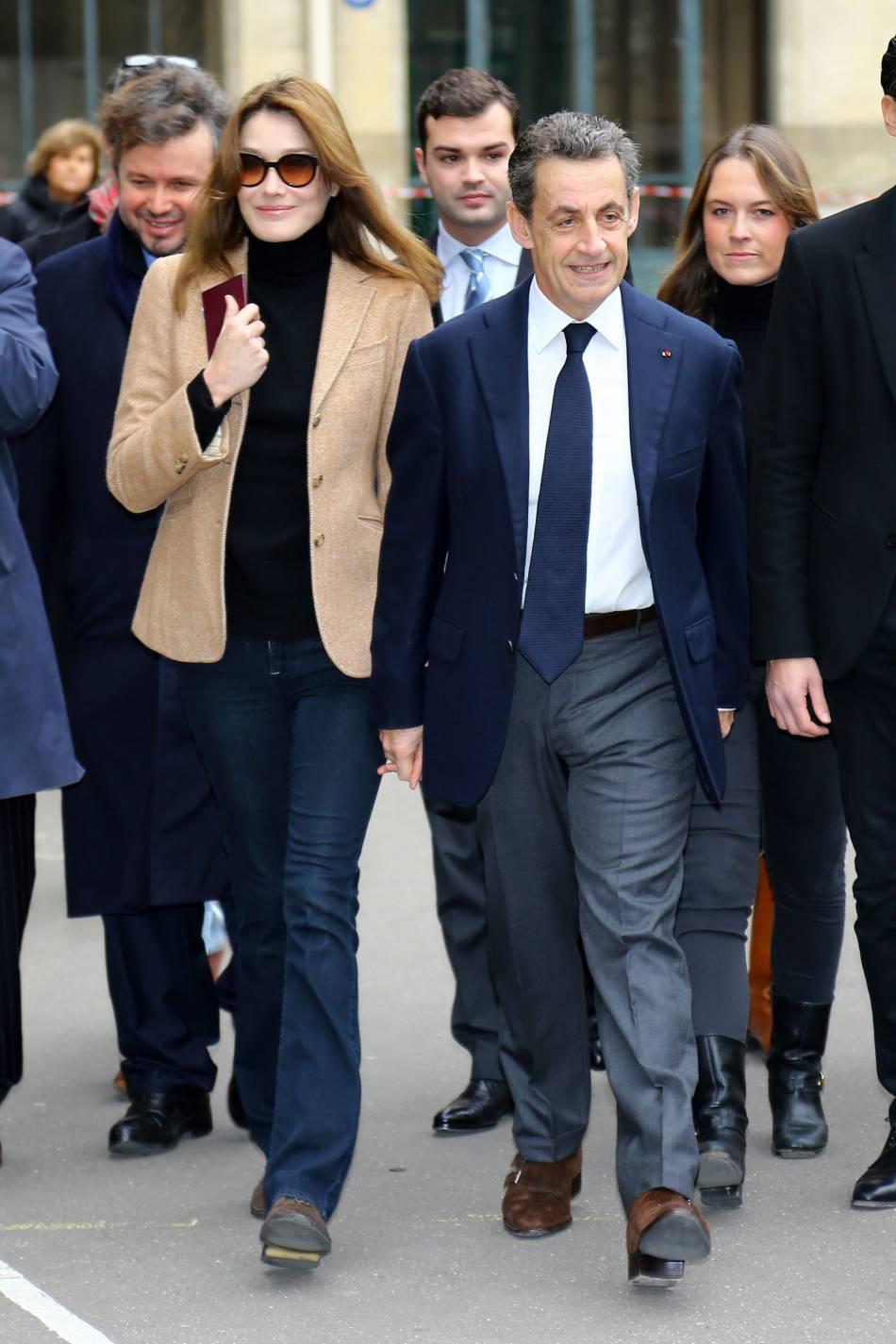 Carla bruni et nicolas sarkozy la sortie du bureau de for Ouverture bureau vote 13 decembre
