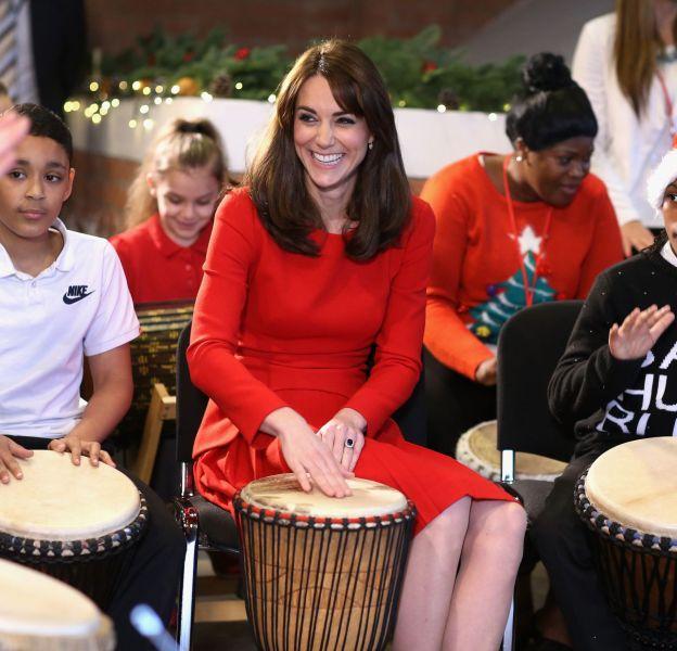 Kate Middleton participe à la fête de Noël du centre Anna Freud dans le nord de Londres le 15 décembre 2015.