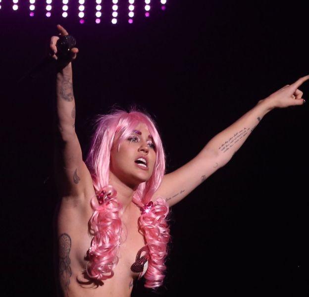 Miley Cyrus sur scène pour un concert à Vancouver le 15 décembre 2015.