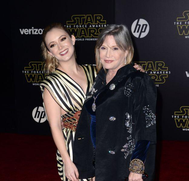 """Carrie Fisher et sa fille Billie Lourd à la première de """"Star Wars : le réveil de la Force"""" le 15 décembre 2015 à Los Angeles."""