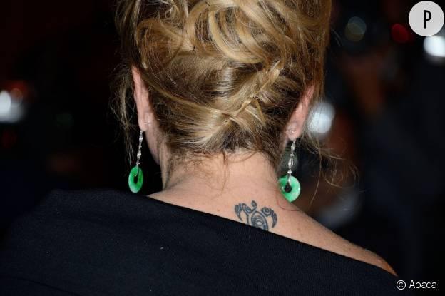 Catherine Deneuve possède deux tatouages : un dans la nuque et l'autre sur le pied.