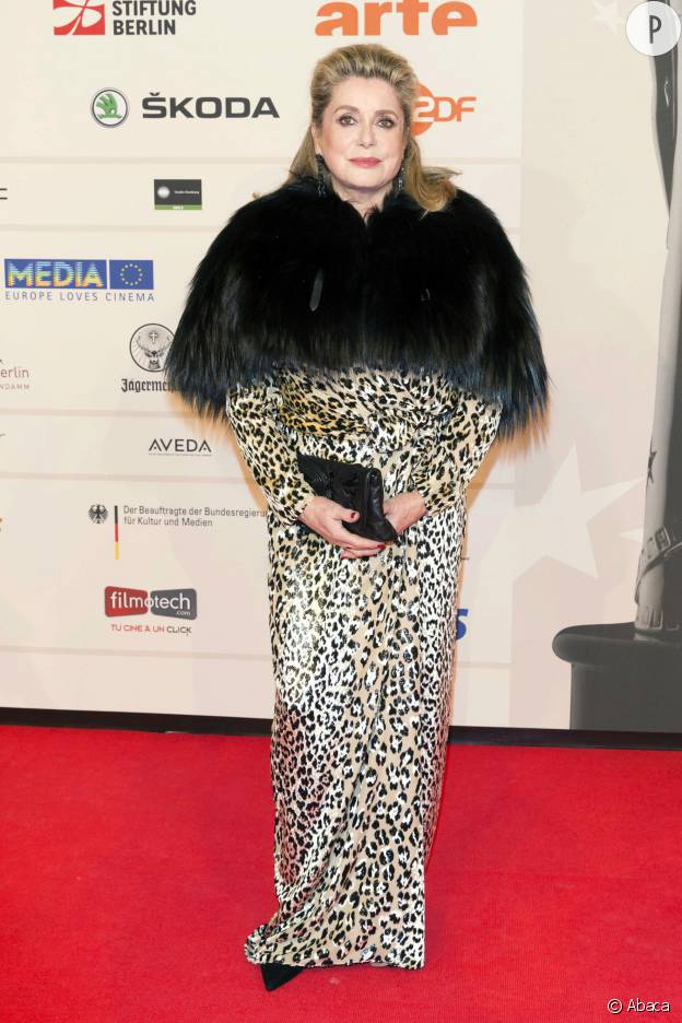 Poils + imprimé léopard : les deux passions de Catherine Deneuve.
