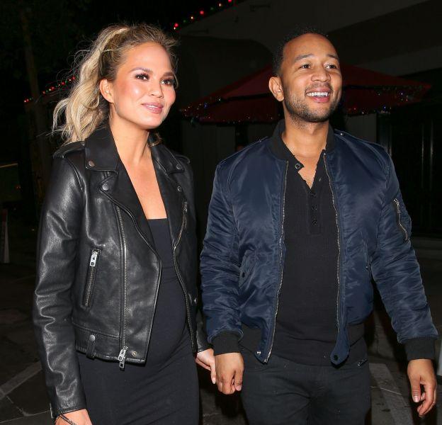 Chrissy Teigen et John Legend, des futurs parents rayonnants à Los Angeles.