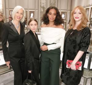 Solange Knowles pose avec les invitées de la soirée.