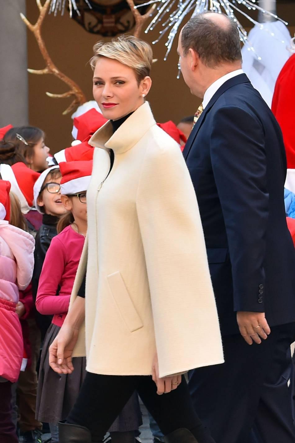 Charlènede Monaco et Albert II de Monaco ont célébréla cérémonie de l'arbre de Noël au palais princier, ce mercredi 16 décembre 2015.