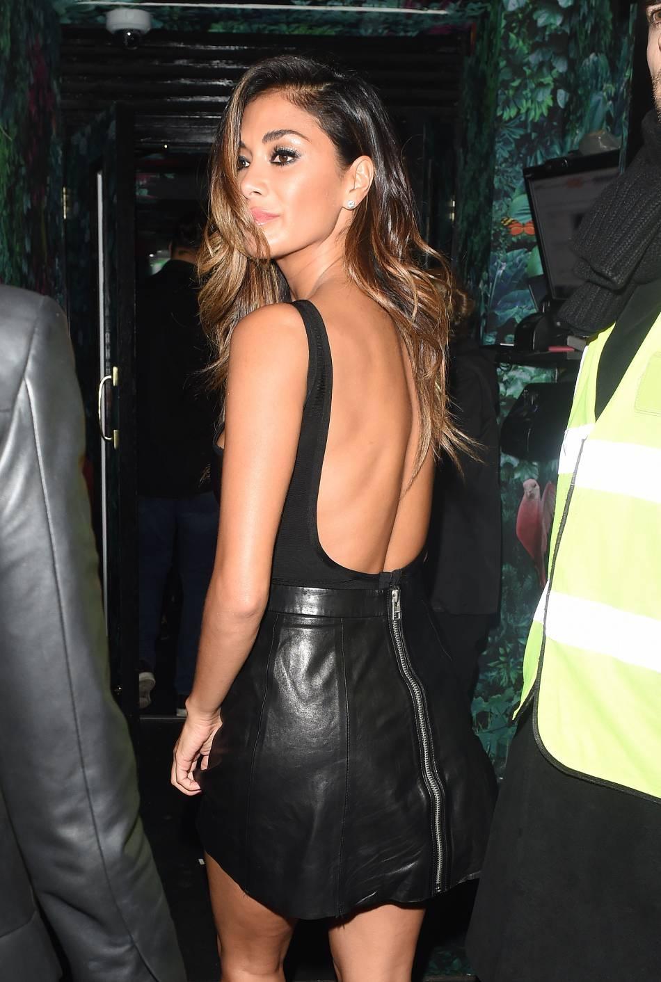 Nicole Scherzinger charme aussi avec son dos nu très sexy.
