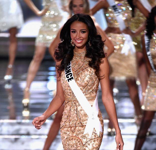 Flora Coquerel à tomber lors du concours Miss Univers 2015 le 20 décembre 2015 à Las Vegas.