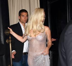 Lady Gaga : fesses et cache-téton à l'air en pleine rue