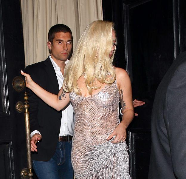 """Lady Gaga à moitié nue à la soirée de fin de tournage de la série """"American Horror Story"""" le 19 décembre 2015 à Los Angeles."""