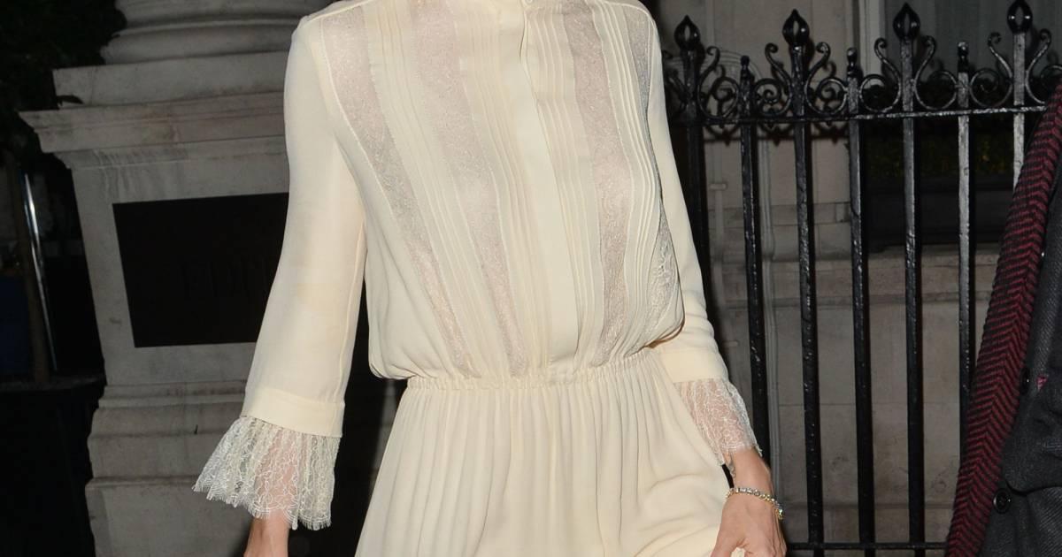 7d03c7279ed Sienna Miller adopte une ravissante robe au style rétro très romantique On  adore ! - Puretrend
