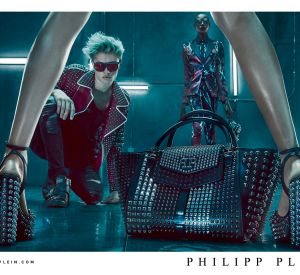 Lucky Blue Smith pose pour la campagne Philipp Plein Printemps-Été 2016.