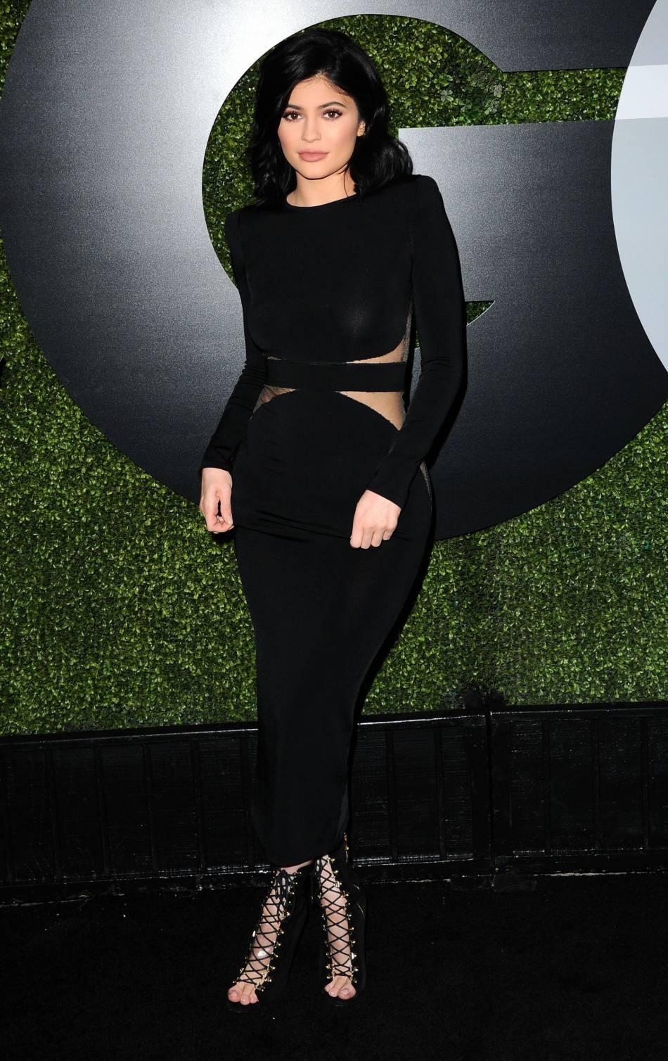 56862971379 Kylie Jenner est tellement fan de ses courbes qu elle n hésite plus un
