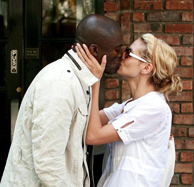 Heidi Klum a été surprise en train d'embrasser Seal.