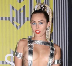Miley Cyrus retire ses mèches roses pour un carré moderne : Époustouflant !
