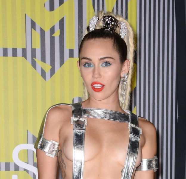 Miley Cyrus change une nouvelle fois de coupe de cheveux.