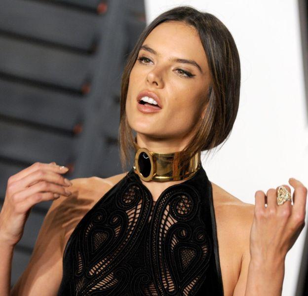 Alessandra Ambrosio pose entièrement nue pour Maxim.