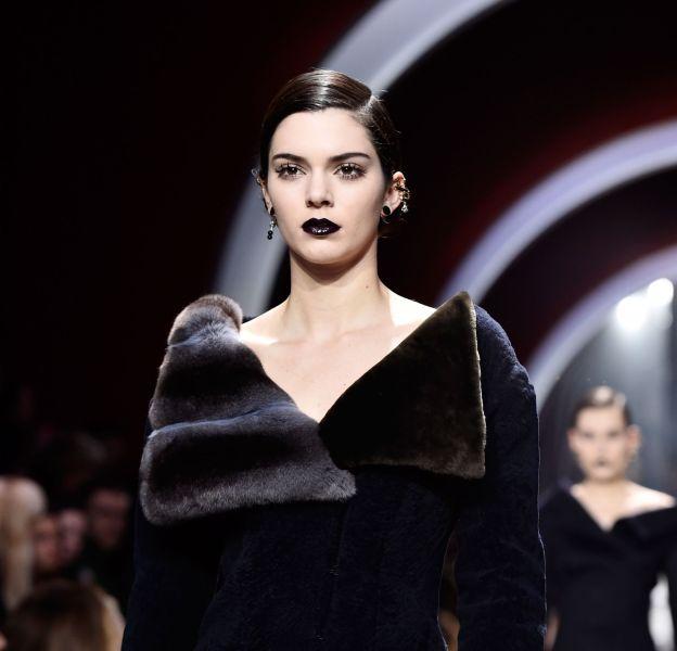 Kendall Jenner a défilé pour la première fois pour Dior ce 3 mars 2016.