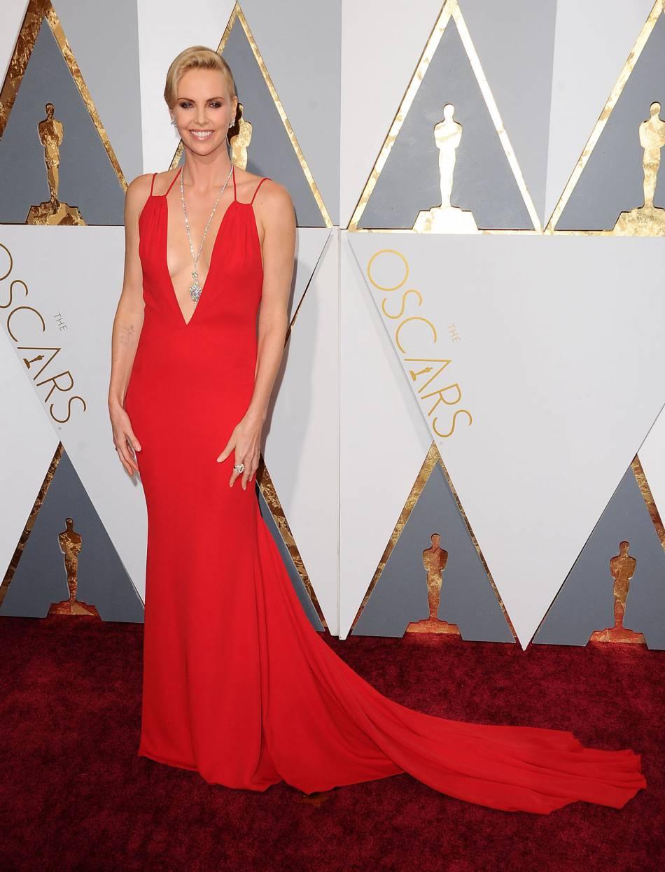 Charlize Theron lors de la 88ème cérémonie des Oscars le 28 février 2016.