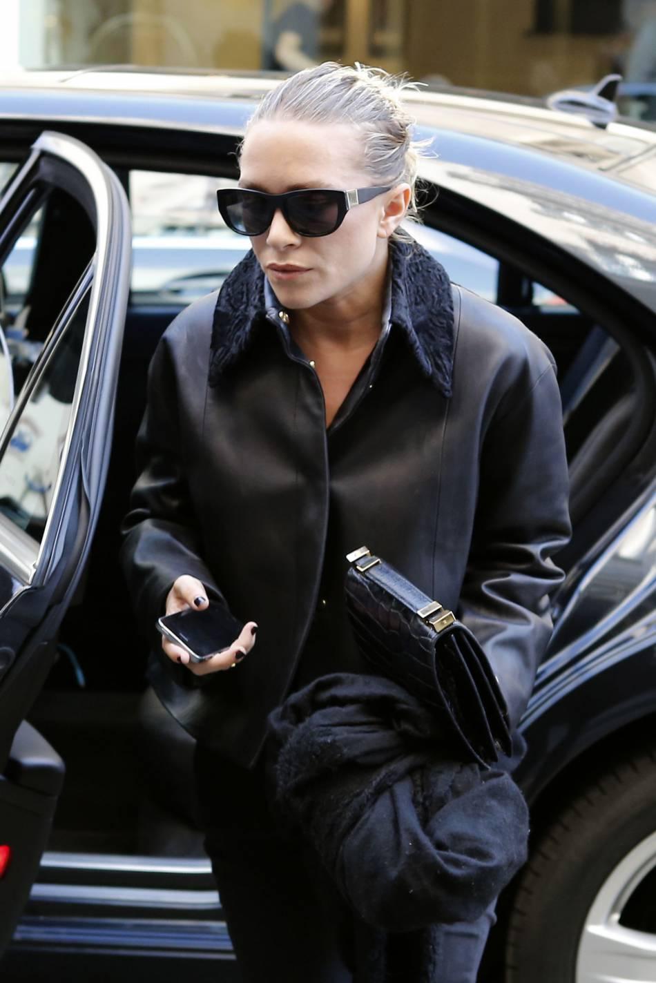 ... -Kate Olsen porte désormais une bague Cartier à lannulaire gauche