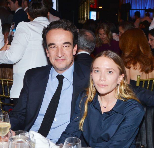Mary-Kate Olsen porte une bague de fiançailles au prix indécent.