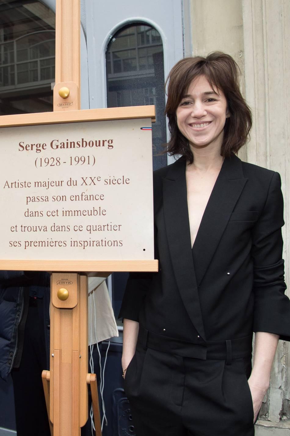 L'actrice a assisté à l'inauguration d'une plaque commémorative en l'honneur de son père.
