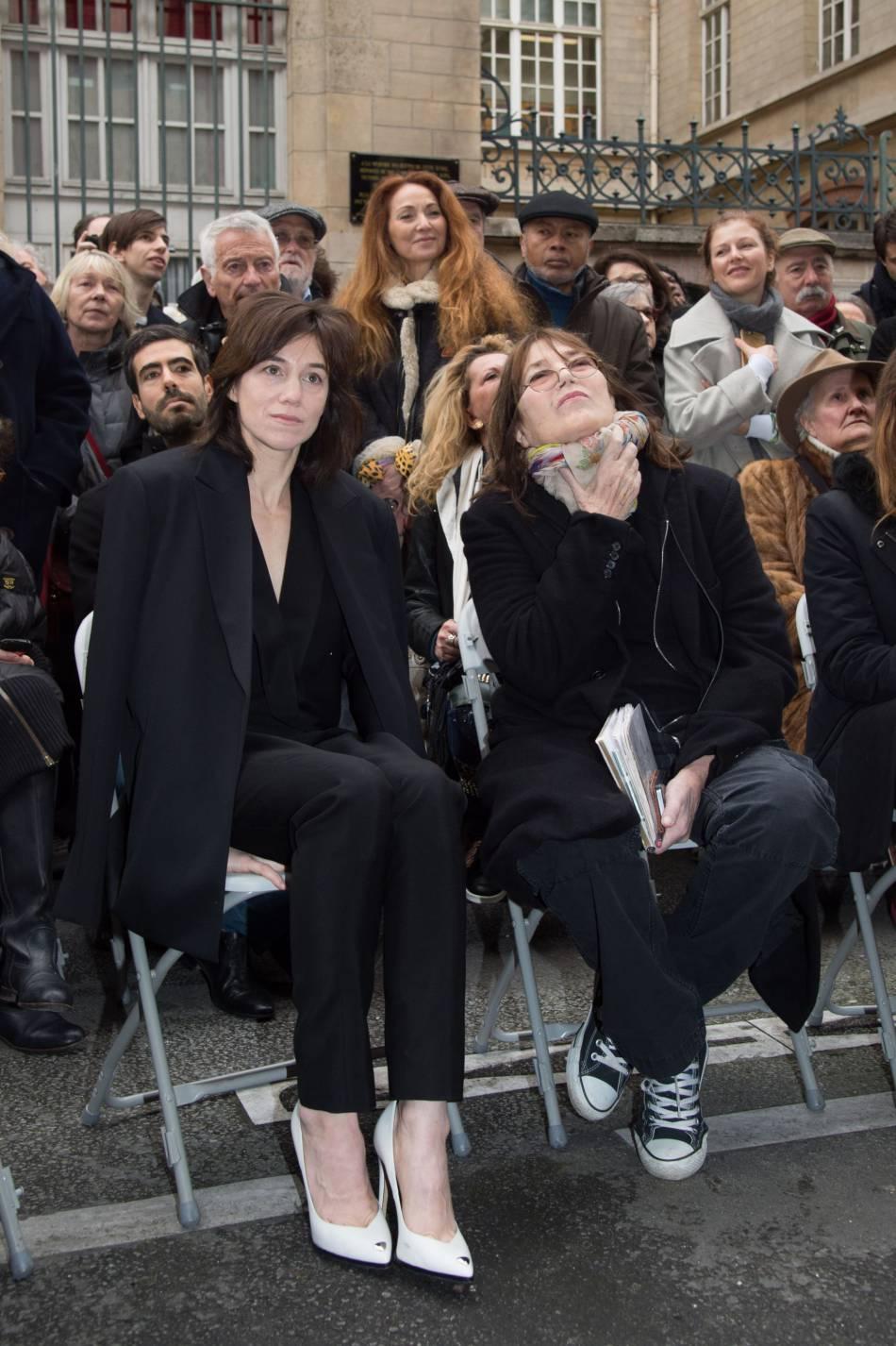 Charlotte Gainsbourg portait, une fois n'est pas coutume, des escarpins.