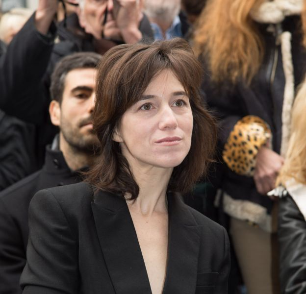 Charlotte Gainsbourg a opté pour un carré destructuré.