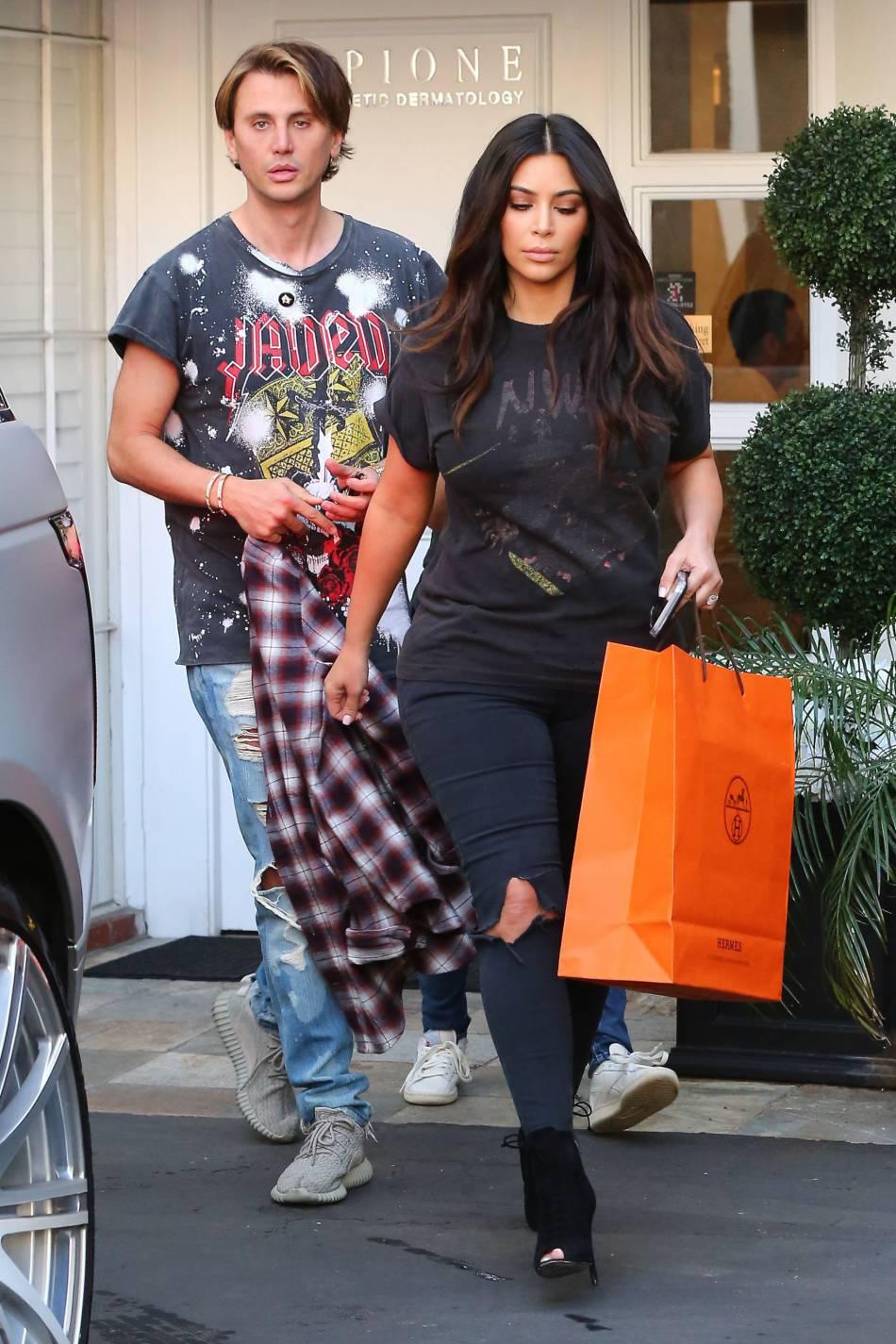 Kim Kardashian accompagnée de son meilleur ami JonathanCheban.