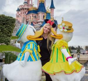 Le mannequin Lara Stone a été bien accueillie par Donald et Daisy Duck.
