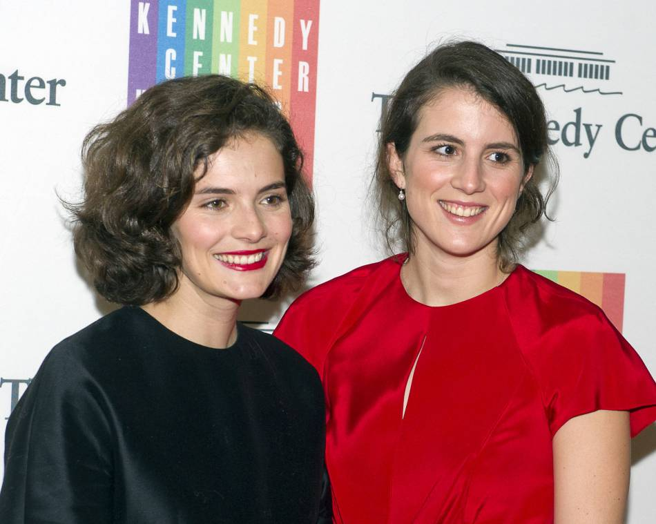 Rose Kennedy Schlossberg et sa soeur Tatiana Kennedy Schlossberg lors d'un évènement hommage à JFK en 2014.