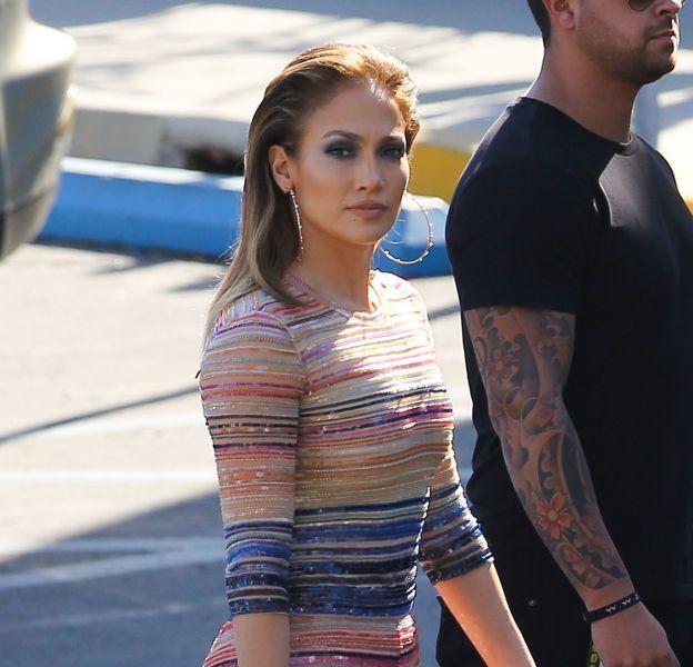 """Jennifer Lopez en route pour l'emission """"American Idol"""" ce jeudi 17 mars 2016 à Los Angeles."""