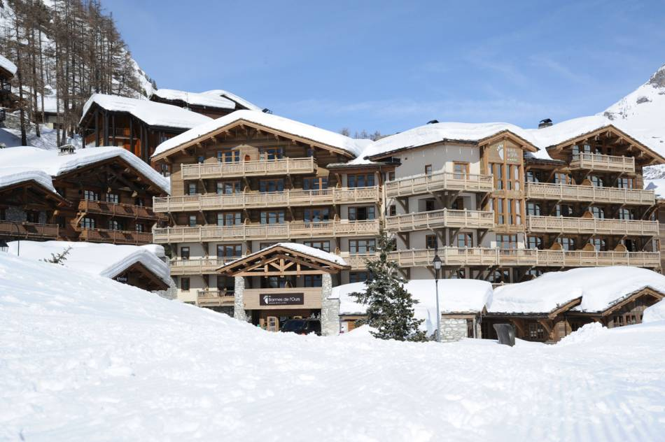 L'hôtel les Barmes de l'Ours à Val d'Isère, imposant par la taille, intimiste par l'ambiance qui y règne.